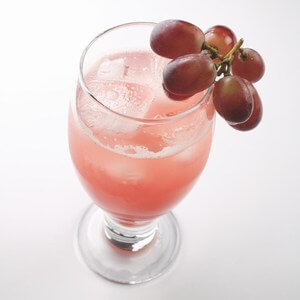 Grape Sparkler low calorie summer cocktail