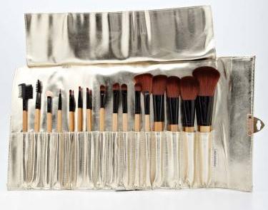 Porcelain crocodile makeup brush